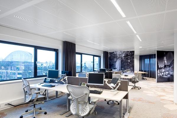 Niedobór światła dziennego a efektywność pracowników biurowych