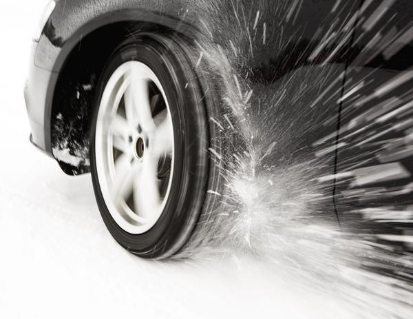 Zimą zadbaj o właściwe ciśnienie – regularnie sprawdzaj opony
