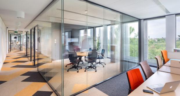 Jak stworzyć idealną przestrzeń do pracy? Przyjazna akustyka podniesie produktywność