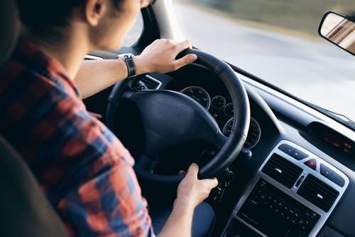 Niemal 1/3 firm z sektora MŚP udostępnia pracownikom samochody służbowe do użytku prywatnego