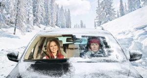 Dziecko w samochodzie – uwaga na skutki przegrzania!
